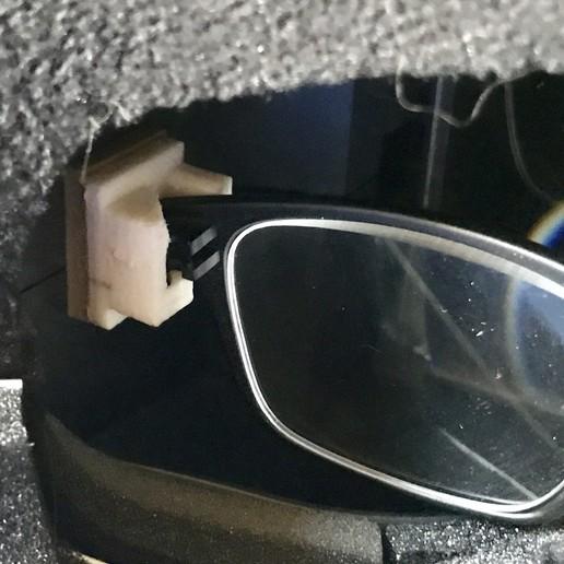 IMG_4744-FullSizeRender.JPG Download free OBJ file Soporte para gafas para el Quanum Cyclops (Y similares) y otros accesorios • 3D printer model, PaulDrones