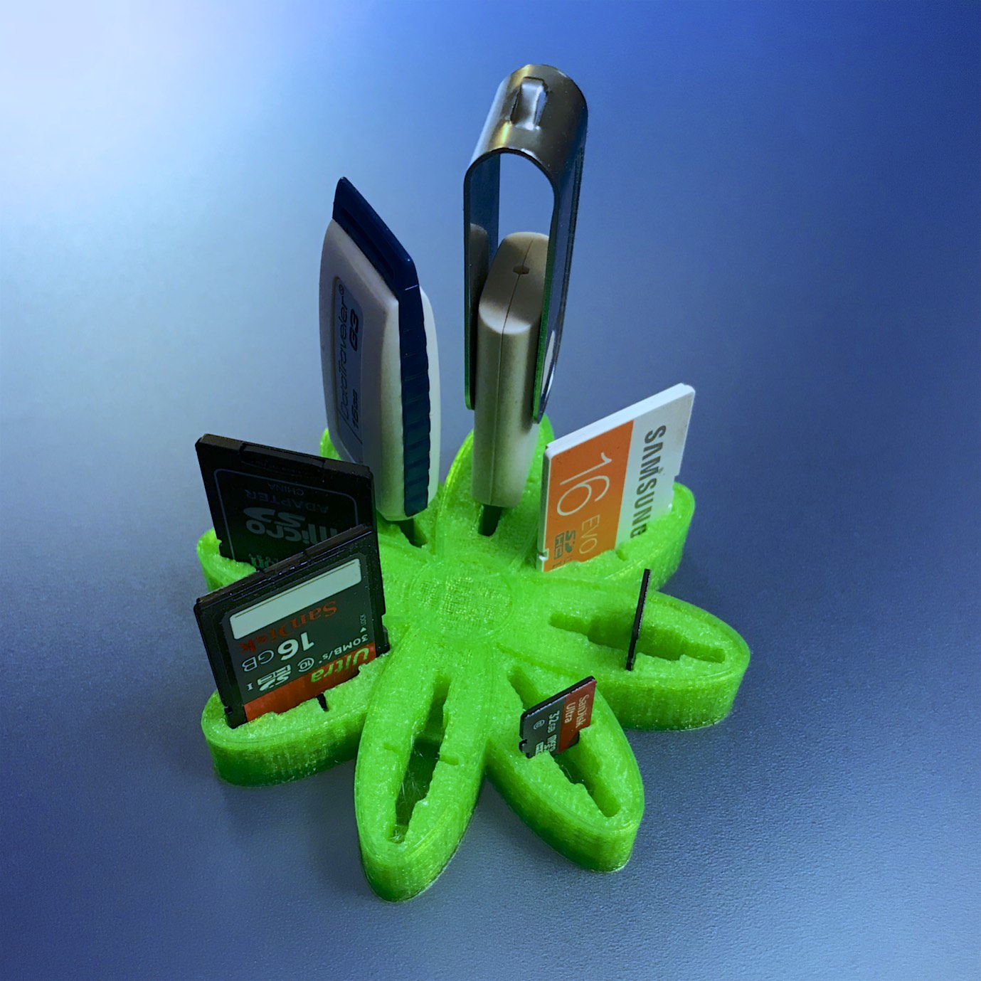 "IMG_3329-1.jpg Download free OBJ file USB Organizer 3 in 1 ""Daisy Flower"" (Margarita) • 3D printer object, PaulDrones"