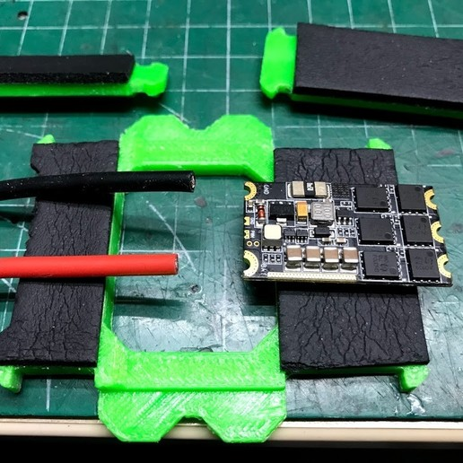 IMG_6383.jpg Télécharger fichier OBJ gratuit Classe X, Utilaje para soldar cables al ESC • Plan pour impression 3D, PaulDrones