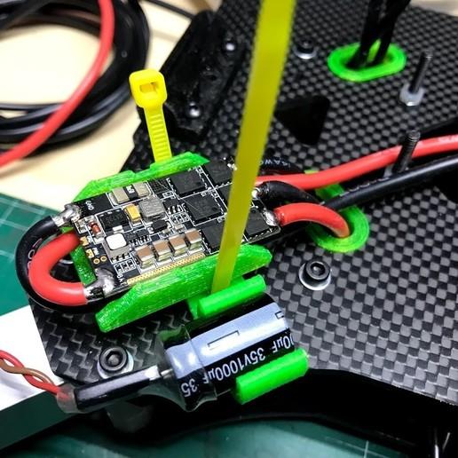 IMG_6395.jpg Télécharger fichier OBJ gratuit Classe X, Utilaje para soldar cables al ESC • Plan pour impression 3D, PaulDrones