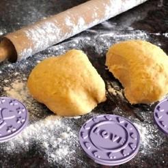 foto real.jpg Download STL file Happy Valentines cookie stamp set • 3D printer design, zafirah99