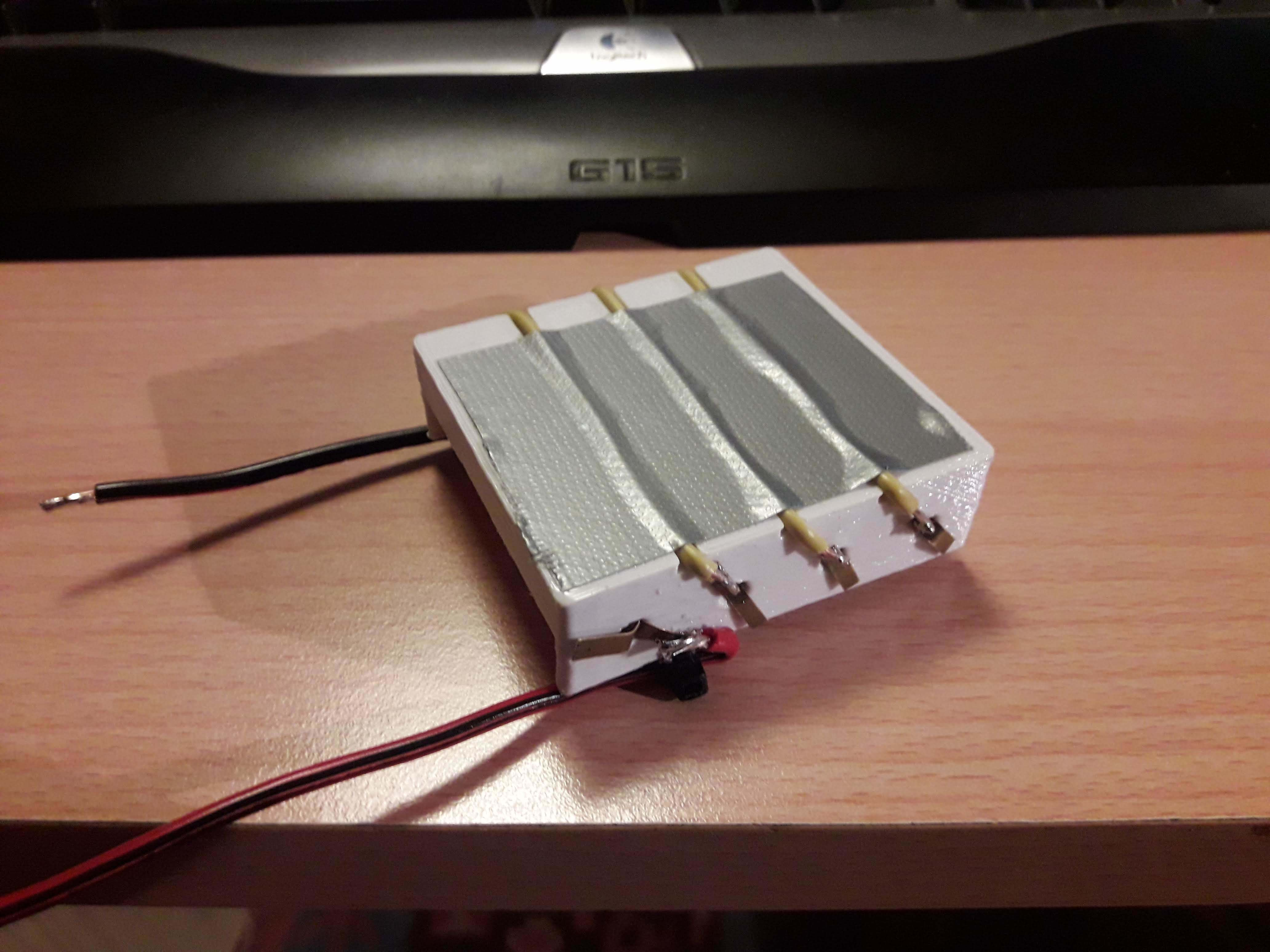 20191226_161538.jpg Télécharger fichier STL gratuit Porte-piles 4xAA • Modèle imprimable en 3D, seruz00
