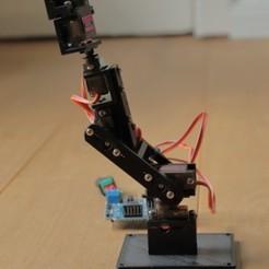 Descargar archivos STL gratis 5DOF brazo robot con servos MG90s, pgraaff
