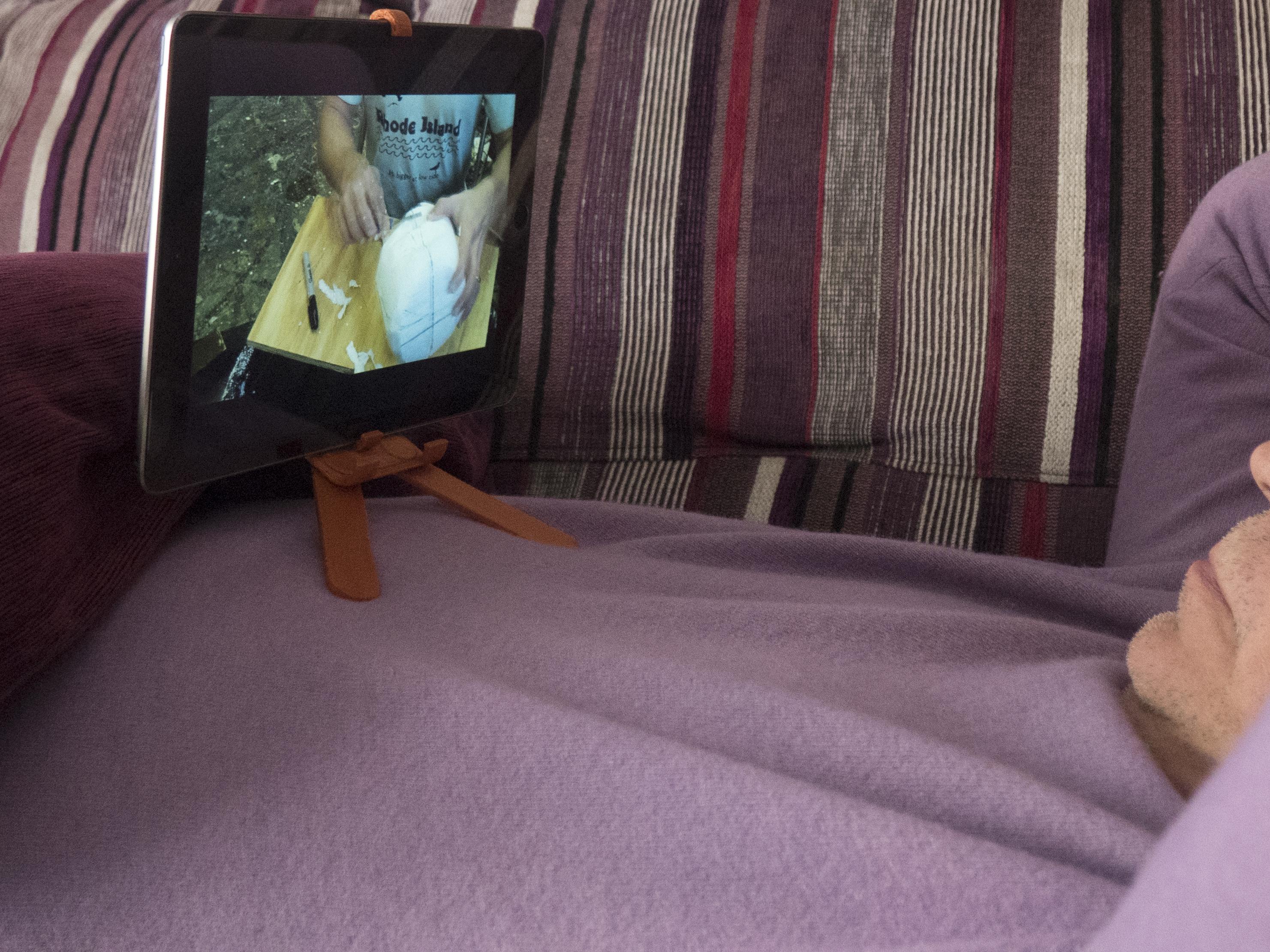 F08.jpg Download free STL file Adjustable Belly Tablet Stand • 3D printable template, dancingchicken