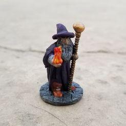 Fireball Staff Wizard.jpg Télécharger fichier STL Magicien avec une canne à balle et une boule de feu • Objet pour imprimante 3D, Ellie_Valkyrie