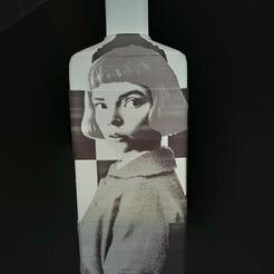 20201218_173407.jpg Download STL file Bottle Lithophanie the queen's gambit • 3D printing template, Fr3D