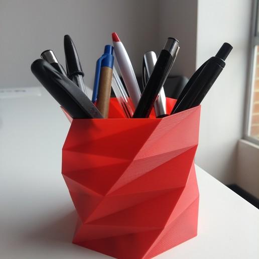 2020-01-11_16.33.56.jpg Download free STL file Poly Low Porta lapiceros - Pen Holder • 3D print model, Centro3D