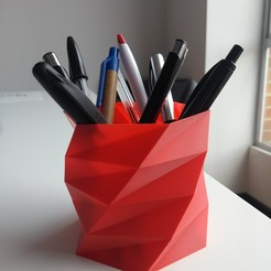 Download free 3D printing models Poly Low Porta lapiceros - Pen Holder, Centro3D
