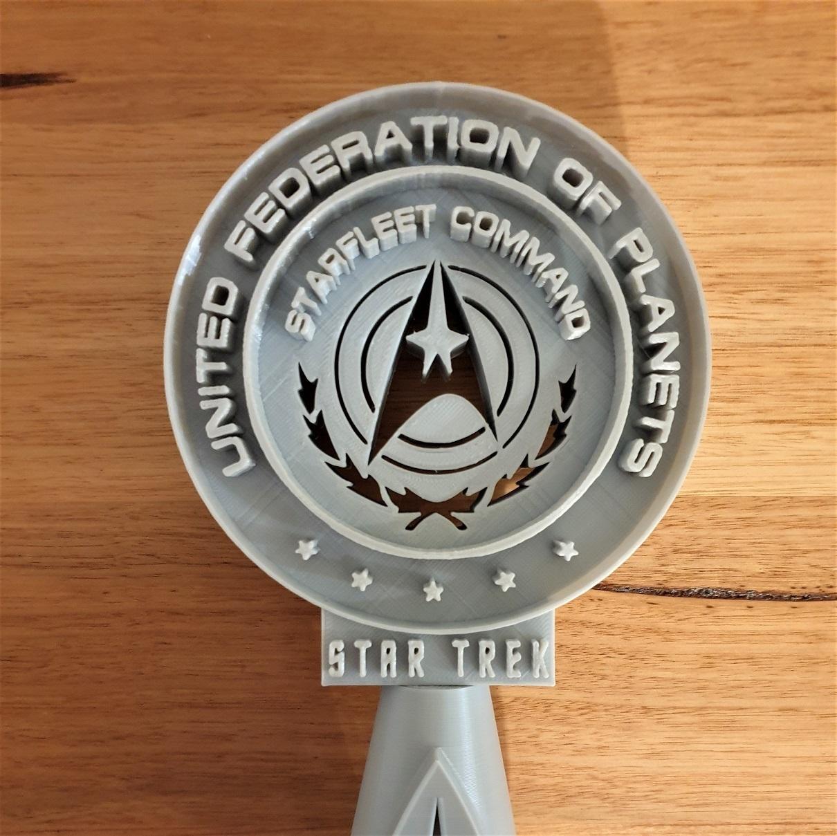 detail.jpg Télécharger fichier STL gratuit Support pour casque d'écoute Star Trek • Objet pour impression 3D, CheesmondN