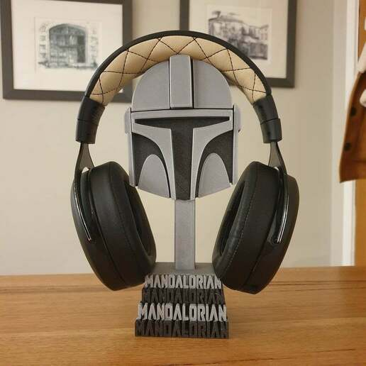 20201226_215551.jpg Download free STL file Mandalorian helmet headphones stand • Template to 3D print, CheesmondN