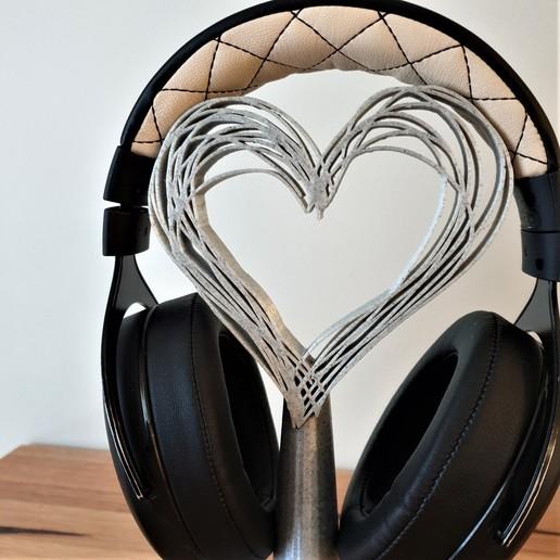 C20200819_081302.jpg Télécharger fichier STL gratuit Les écouteurs Hearts se tiennent debout • Modèle pour imprimante 3D, CheesmondN