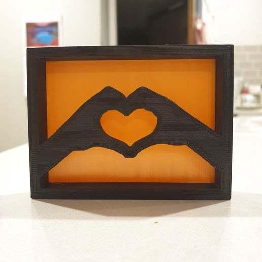 20200716_180617.jpg Télécharger fichier STL gratuit Ornement de l'étagère des mains du coeur • Plan pour imprimante 3D, CheesmondN