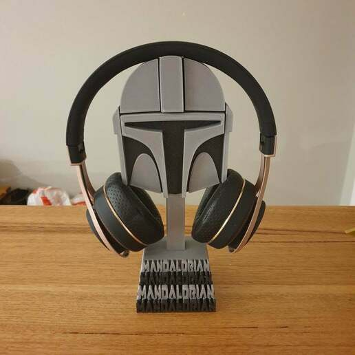20201226_215335.jpg Download free STL file Mandalorian helmet headphones stand • Template to 3D print, CheesmondN
