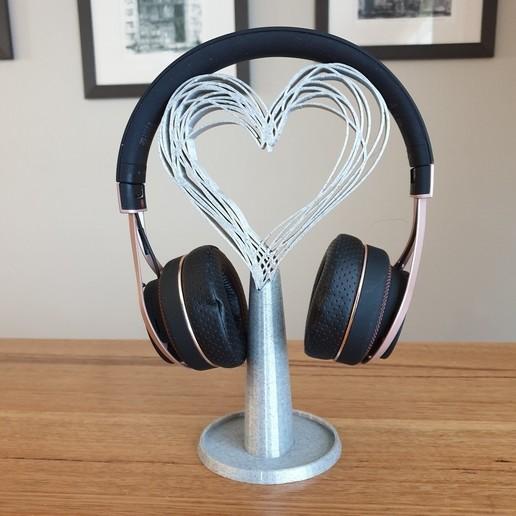 20200819_081405.jpg Télécharger fichier STL gratuit Les écouteurs Hearts se tiennent debout • Modèle pour imprimante 3D, CheesmondN