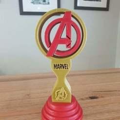 Télécharger fichier STL gratuit Stand ou trophée des casques d'écoute Avengers • Objet à imprimer en 3D, CheesmondN