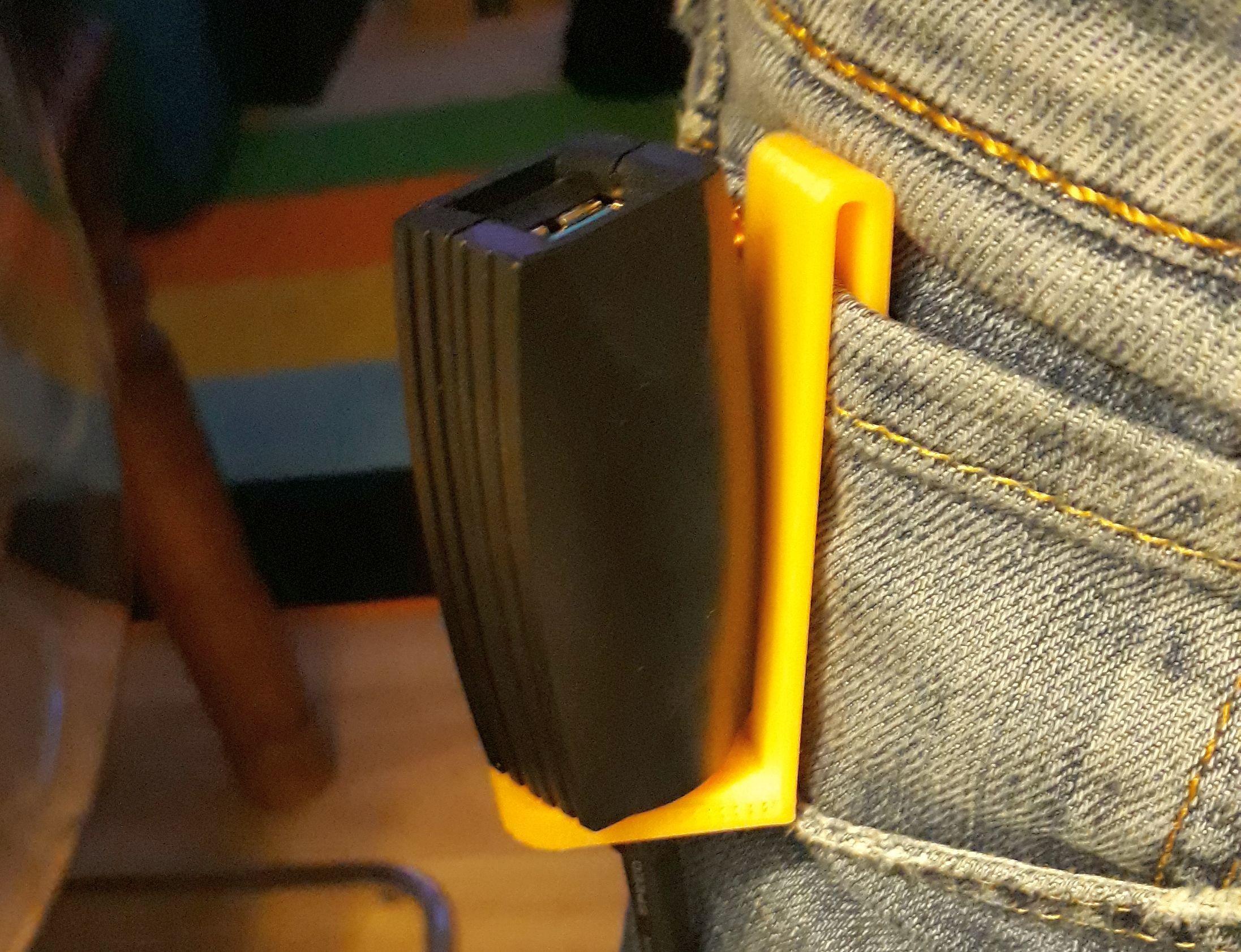 usbclip.jpg Download free STL file (Oculus Quest) USB extension cable belt clip • 3D printer template, sui77