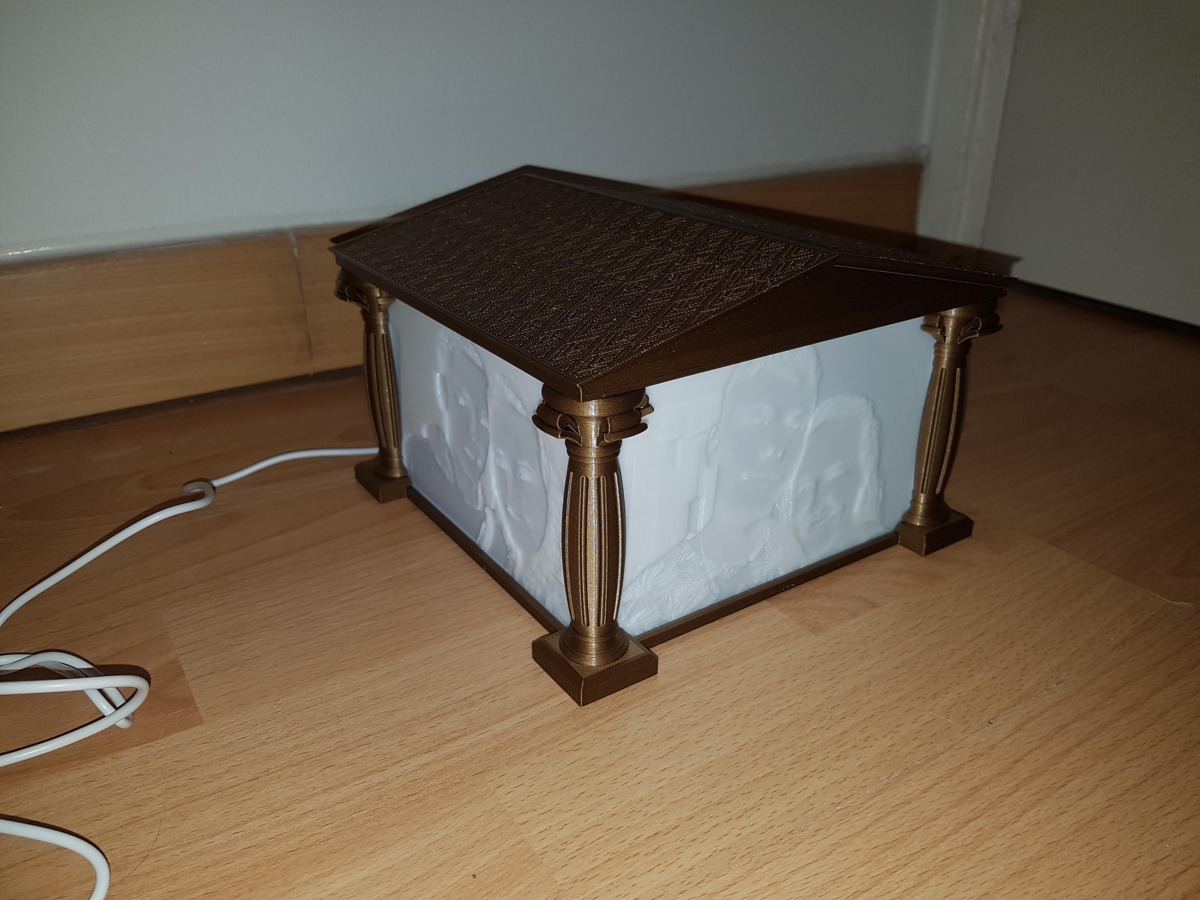 20200114_225229.jpg Télécharger fichier STL Support Lithophanie grecque antique / Ancient Greek Lithophanie support • Design imprimable en 3D, Stendy