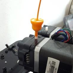 20180705_150459.jpg Télécharger fichier STL gratuit Accessoire 2 en 1 : Entonnoir pour filtre à poussière + porte-filament de 1,75 mm • Objet à imprimer en 3D, aleXall