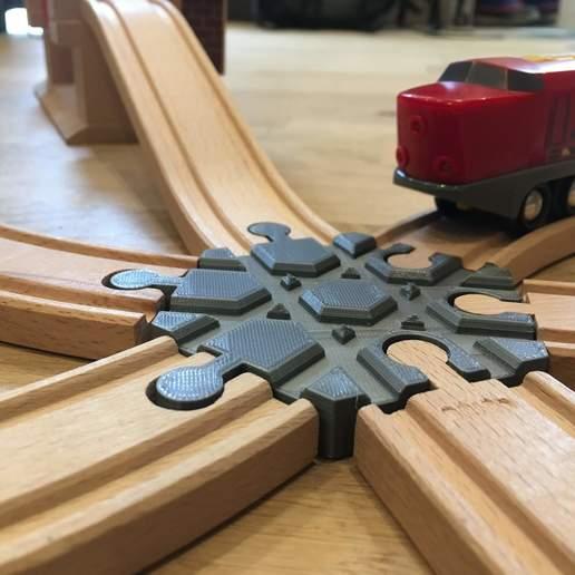 IMG_6538.jpg Télécharger fichier GCODE gratuit Carrefour de voies ferrées en bois : 6 voies (Brio / Ikea ...) • Modèle pour imprimante 3D, Locorico
