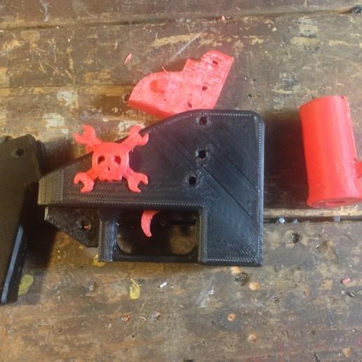 hack-a-day-disassembled-3d-printed-gun.jpg Télécharger fichier STL gratuit pistolet fonctionnel gun • Objet pour imprimante 3D, jolafrite342