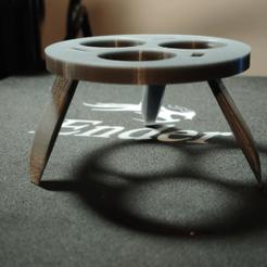 Impresiones 3D gratis Trípode Can Cozy/Koozie con patas plegables, pelicram