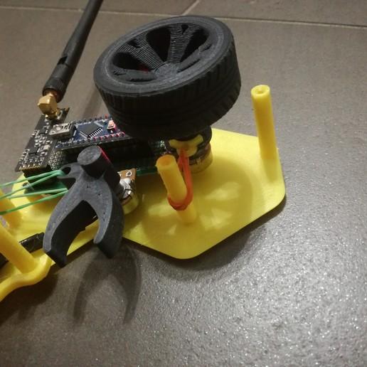 IMG_20190922_192442_1.jpg Télécharger fichier STL gratuit Contrôleur CARduino : Émetteur radio de voiture rc basé à Arduino • Plan pour impression 3D, EnginEli