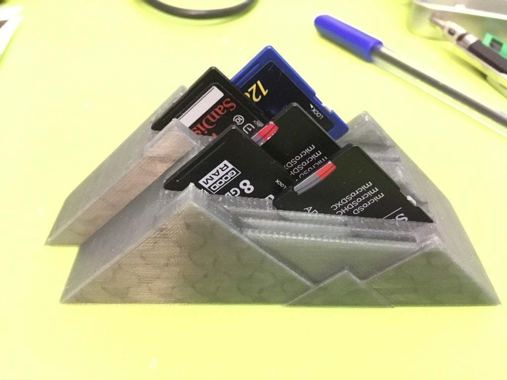 IMG_5300_2.JPG Télécharger fichier STL gratuit Une montagne de cartes SD embiguées • Modèle pour impression 3D, CartesianCreationsAU