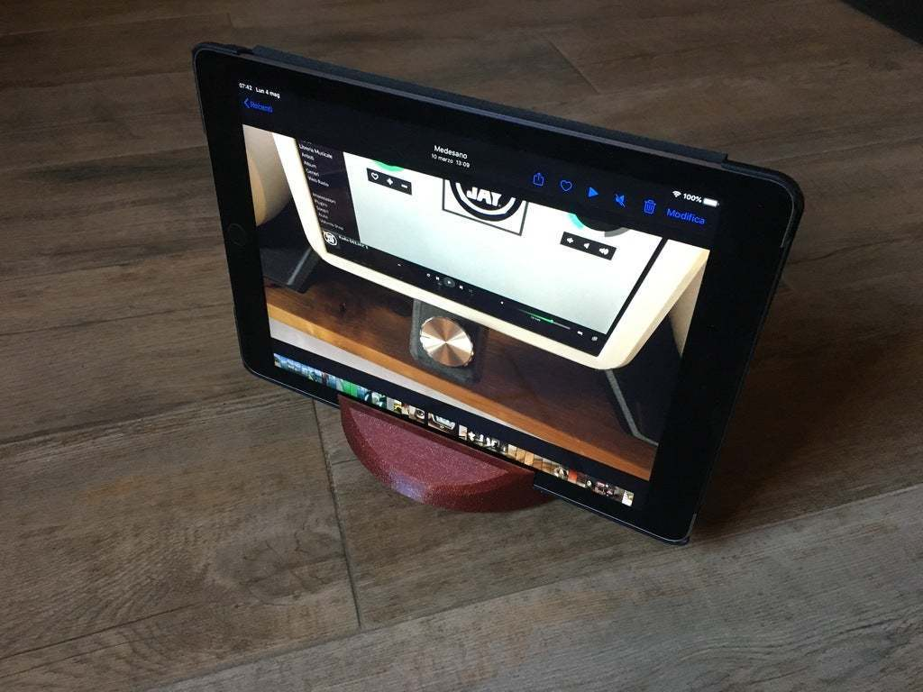 IMG_4434.JPG Download free STL file Tablet and smartphone stand • Template to 3D print, ineiub