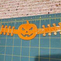 120301484_3409238619301339_8961177650954962227_o.jpg Download STL file Halloween Pumpkin Mask Ear Saver Relief • 3D print object, HostagePotatoChips