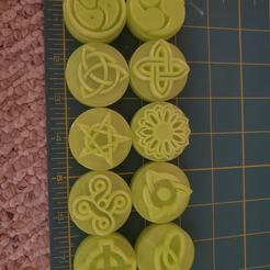 124283319_3448847795340421_3074394439534778797_o.jpg Télécharger fichier STL 10 timbres de style celtique pour l'argile, le Play-Doh etc. • Objet à imprimer en 3D, HostagePotatoChips