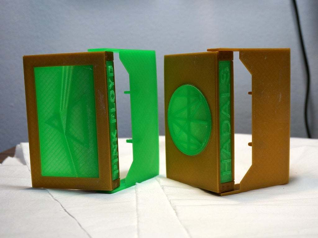 DSC02051.JPG Download free STL file Cassette Tape Case with Customizable Logos / Album Art • 3D printable model, tonyyoungblood