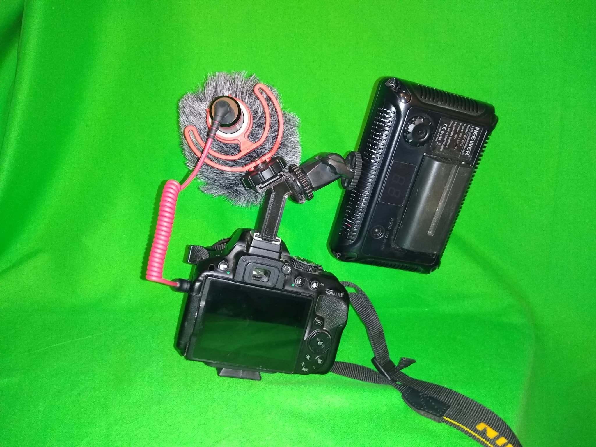 93110569_534332594179649_712941687550246912_n.jpg Télécharger fichier STL gratuit Adaptateur de rallonge double Hotshoe, idéal pour les micros Rode et les appareils photo DSLR Lumière pour la vidéo Nikon, Canon etc. • Plan à imprimer en 3D, Mrdwgraf