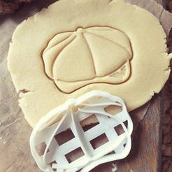 PKY5.jpg Download STL file Peaky Blinders Cookie Cutter - Flat Cap with Razor • 3D printer object, katieuk95