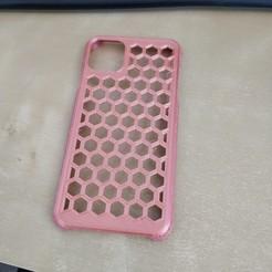 93847321_2659591227595661_2924673532287778816_n.jpg Download STL file Apple Iphone 11 Pro Max Case - Honeycombe effect • 3D printer model, MrCrashy31