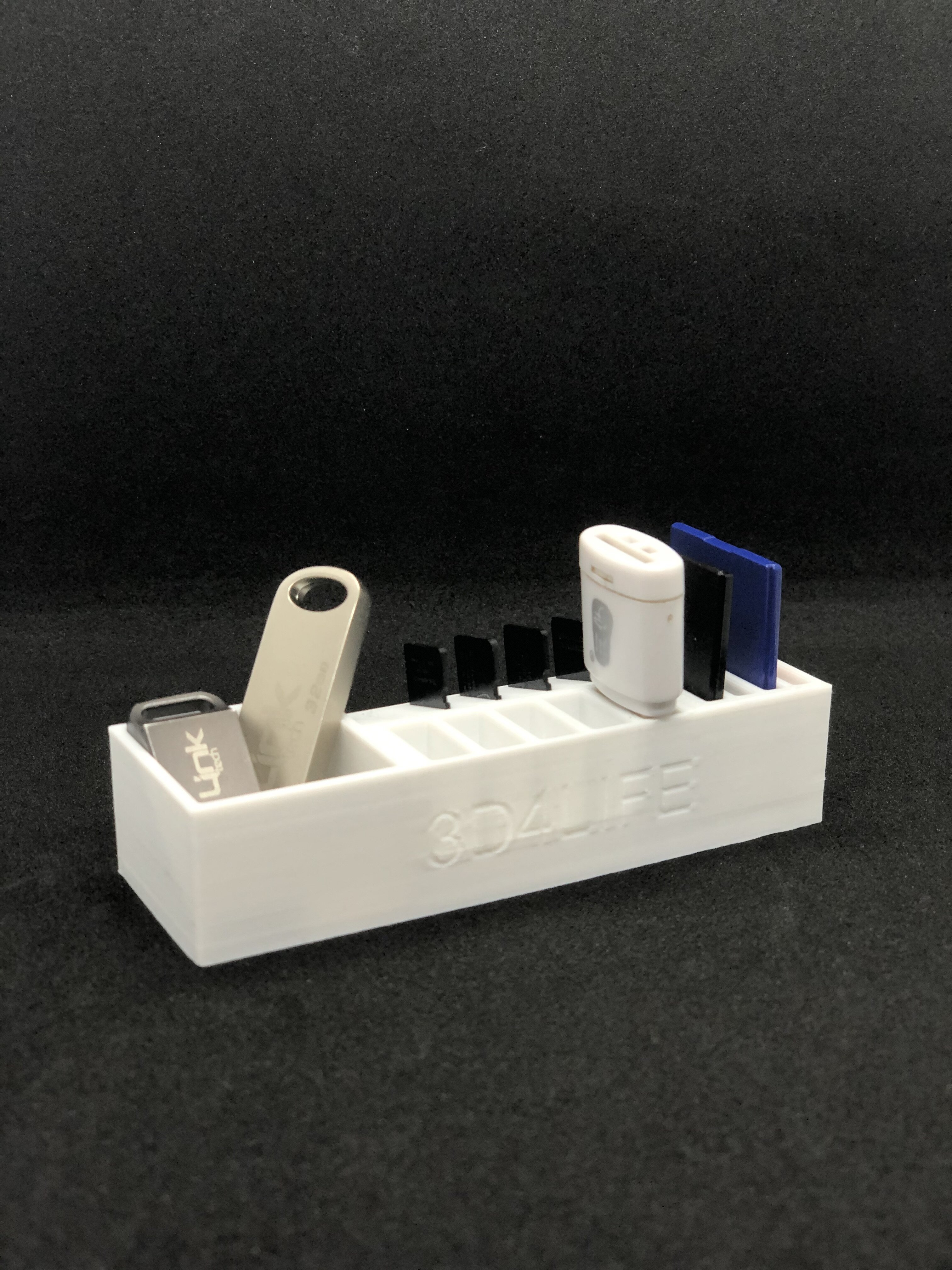 IMG_3359.jpg Télécharger fichier STL gratuit flash-sd-micro sd cards holder • Plan à imprimer en 3D, 3d4life