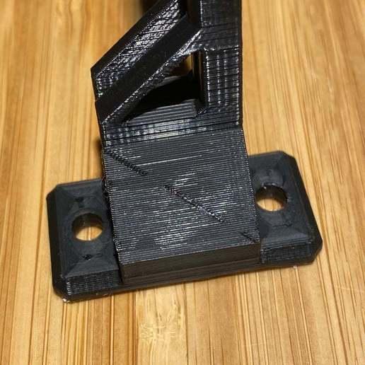 IMG_1234.jpeg Télécharger fichier 3MF gratuit Guide de filament Ender 3 avec trous de vis • Objet à imprimer en 3D, elJefePlastico
