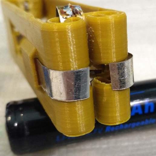 pic-20170801122308_cr.jpg Télécharger fichier STL gratuit Adaptateur de batterie 18650 pour tournevis. • Plan à imprimer en 3D, SiberK
