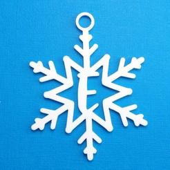 ESnowflakeInitialGiftTag3DPhoto.jpg Télécharger fichier STL Lettre E - Décoration de l'étiquette cadeau initiale du flocon de neige • Plan à imprimer en 3D, CBDesigns