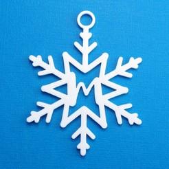 MSnowflakeInitialGiftTag3DPhoto.jpg Télécharger fichier STL Lettre M - Ornement de l'étiquette cadeau initiale du flocon de neige • Objet pour impression 3D, CBDesigns