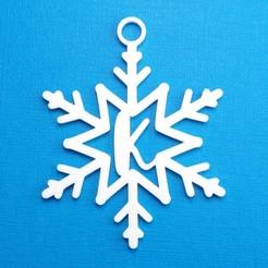 KSnowflakeInitialGiftTag3DPhoto.jpg Télécharger fichier STL Lettre K - Décoration de l'étiquette cadeau initiale du flocon de neige • Modèle pour imprimante 3D, CBDesigns