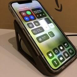 02ECE377-E811-4939-B41F-1750112C1AF2_1_105_c.jpeg Télécharger fichier STL gratuit Desk stand with wireless charger for iphone 12 with case • Objet pour impression 3D, papyy29