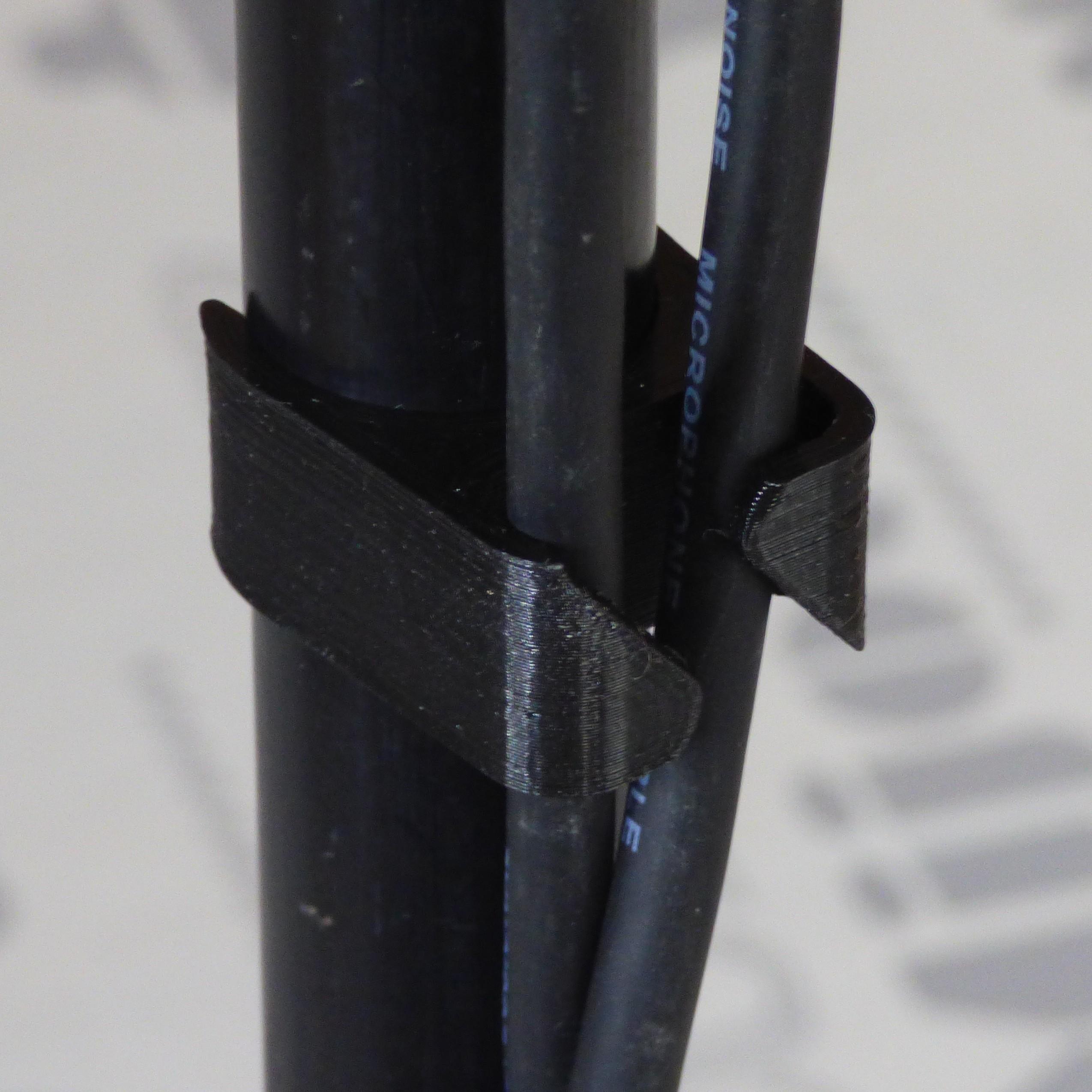 passe cable p2c.JPG Télécharger fichier STL gratuit Passe cable pour pied de micro diam 20mm • Design pour imprimante 3D, daniellecoq