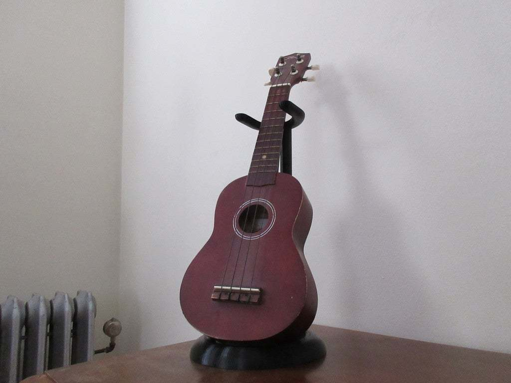 IMG_0285.JPG Download free STL file Ukulele Stand • 3D print design, terraprint