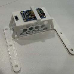 Télécharger fichier STL gratuit Adafruit Huzzah ESP8266 support de tableau d'affichage pour Finbox • Modèle pour imprimante 3D, flyinggorilla