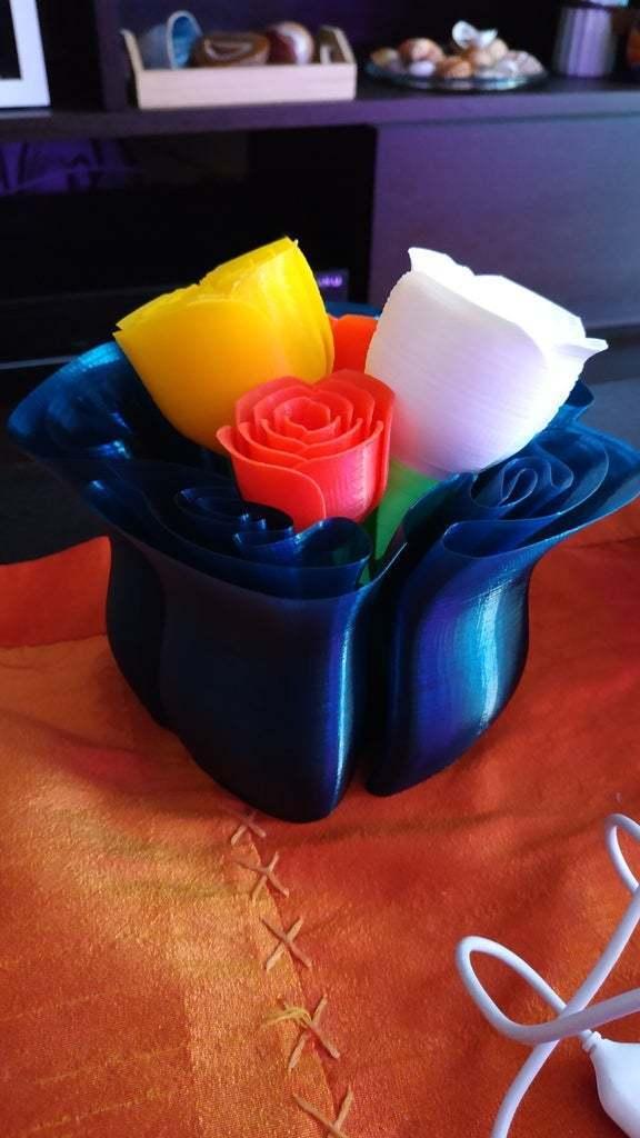 IMG_20181012_160230.jpg Télécharger fichier STL gratuit vase avec des roses • Design imprimable en 3D, Hazon_Maker