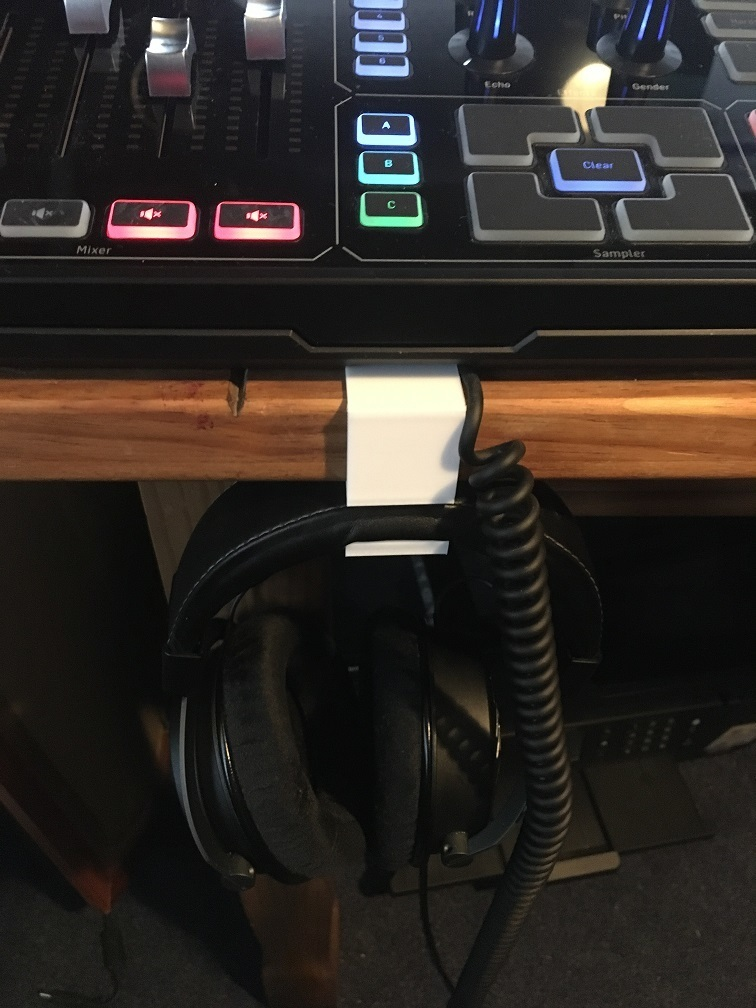 IMG_1075.JPG Télécharger fichier SCAD gratuit Porte-casque de bureau • Design imprimable en 3D, rushtond