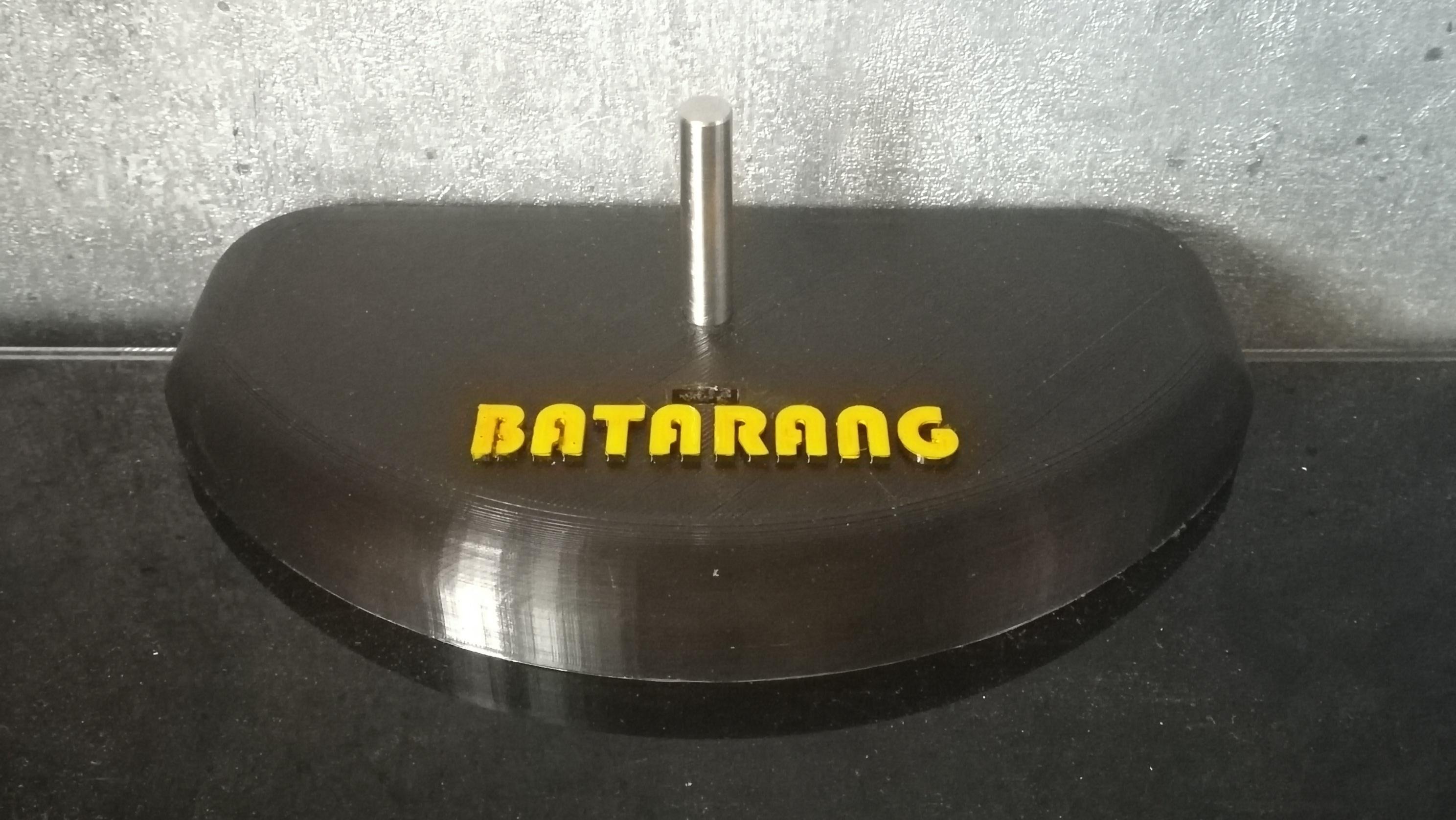 IMG_20200822_192809.jpg Télécharger fichier STL gratuit Socle de Batarang • Objet à imprimer en 3D, Quentin_Gauche