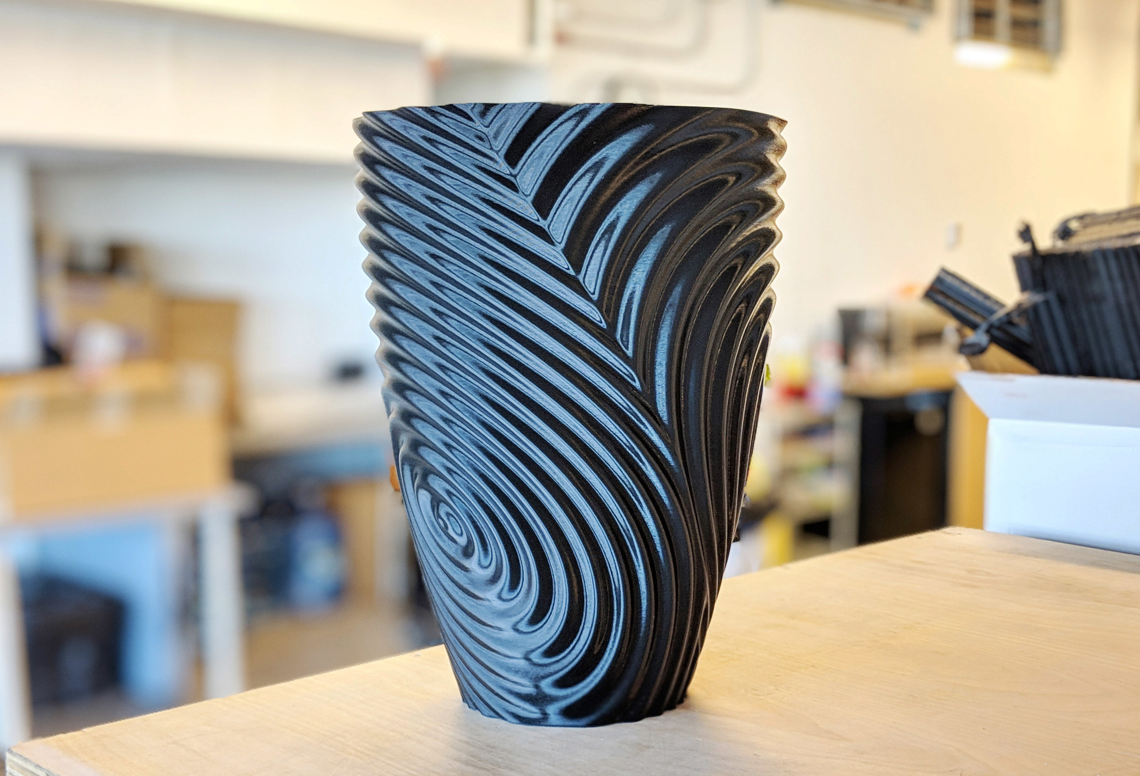 ripple_twist_vase (4).jpg Télécharger fichier STL gratuit Vase torsadé gMax pour vase à ondulation torsadée • Plan pour impression 3D, gCreate