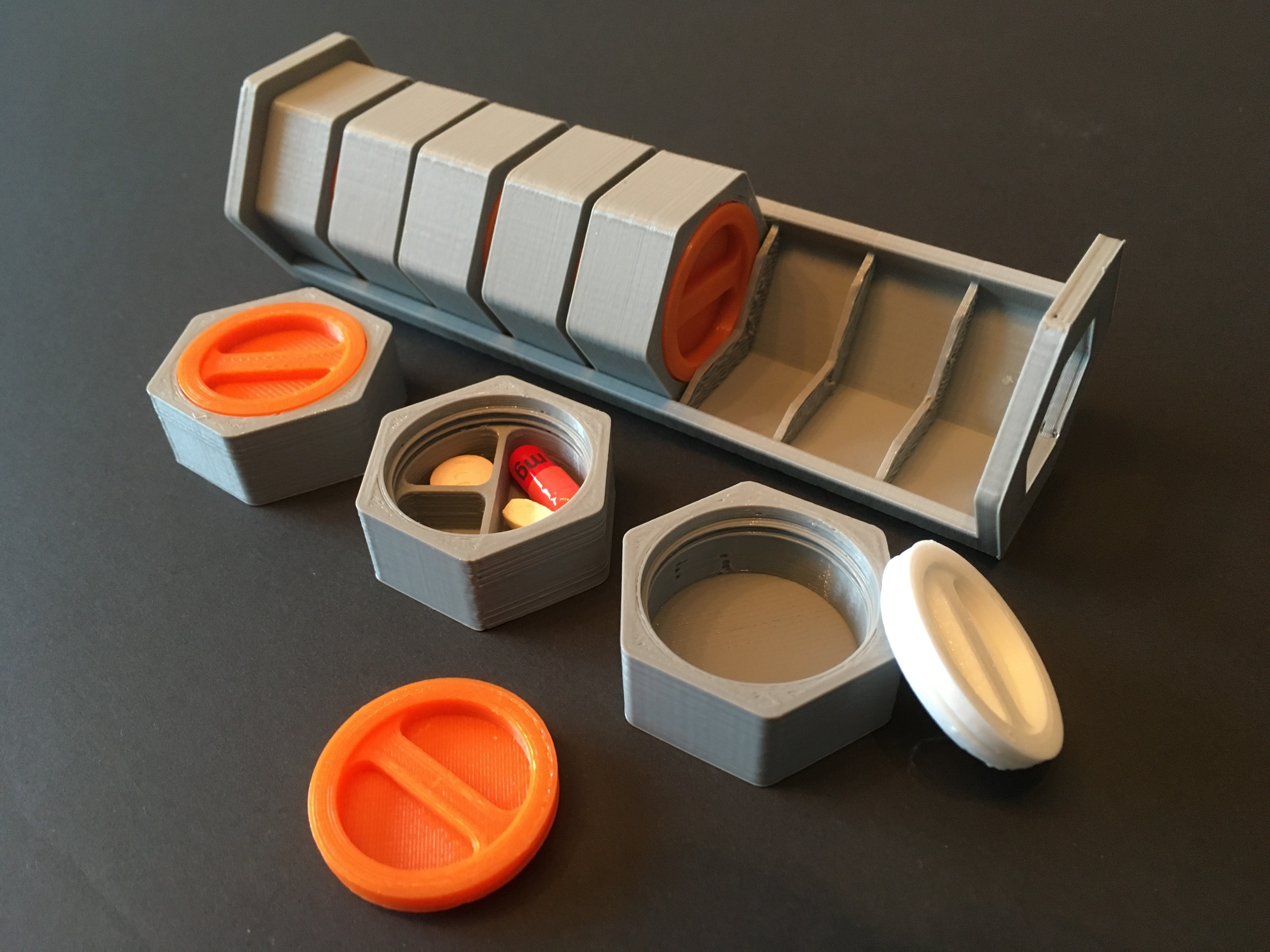 IMG-3584.JPG Download STL file HexaPill - Modular pillbox / pill dispenser • 3D printing design, yozz