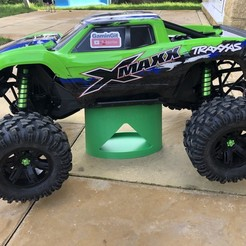 IMG_4607.jpg Download STL file TRAXXAS XMAXX STAND WITH INTEGRATED PARTS TRAY • Model to 3D print, GaminGit